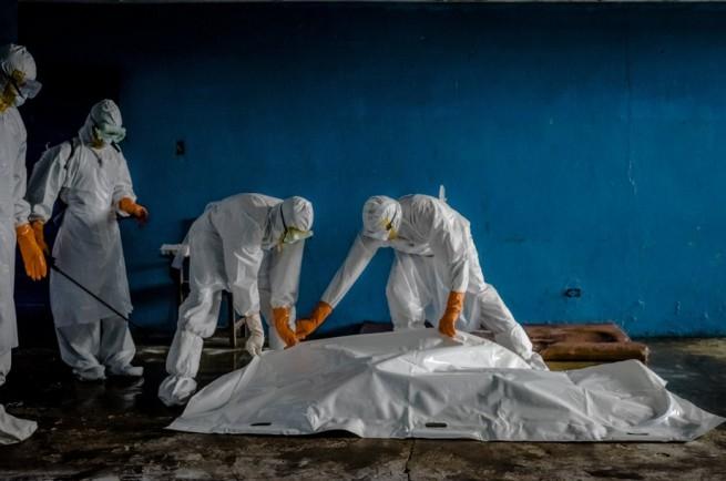 Ebola dead patients with doctors
