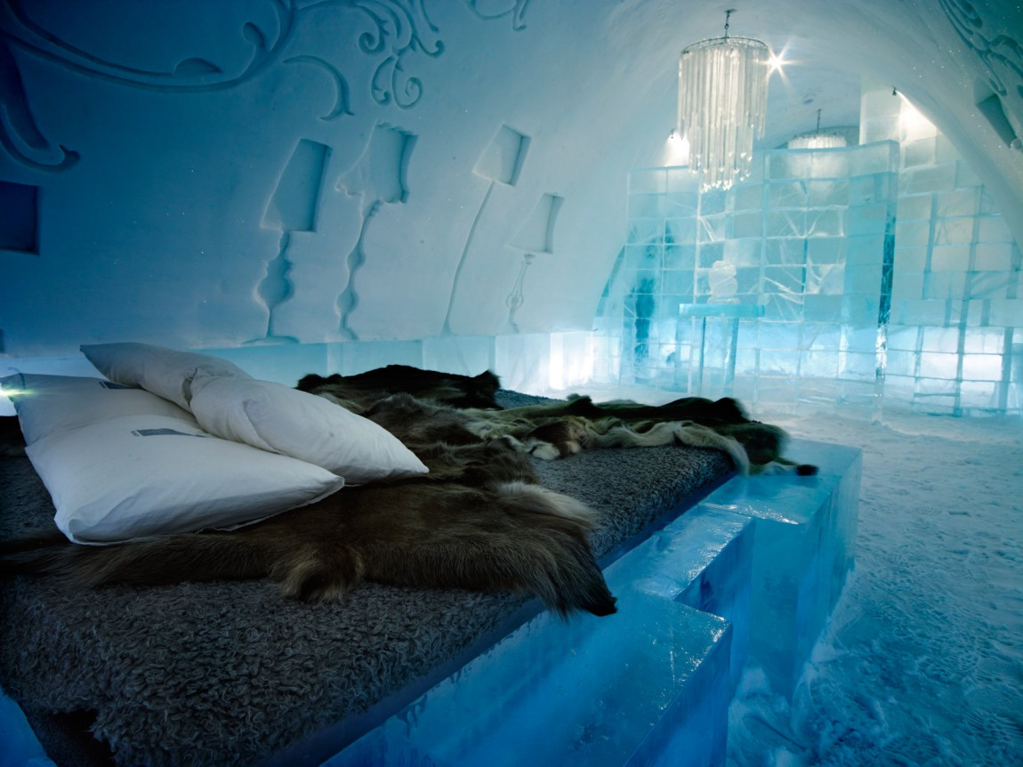 Jukkasjarvi hotel bedroom made of ice 1