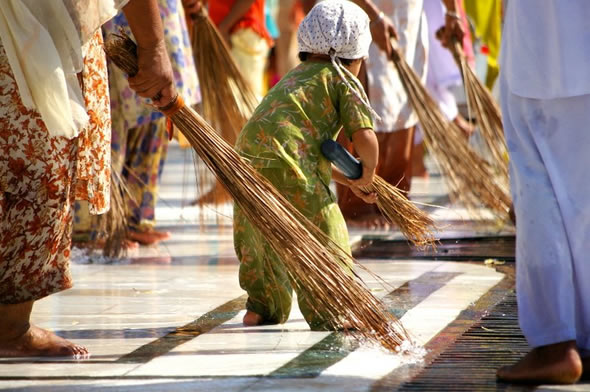 child cleaning in-golden-temple-amritsar-india