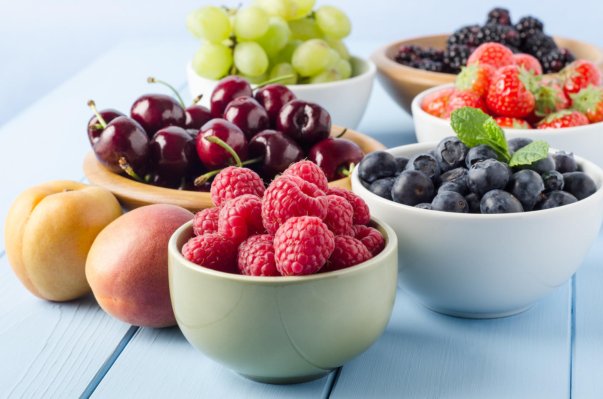 fruets cherries strawberries peaches raspberries blueberries