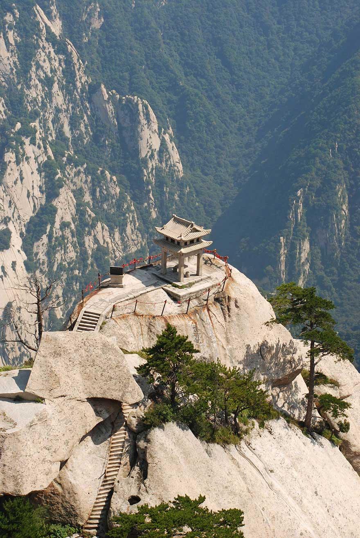 Huashan-Mountain-Hiking