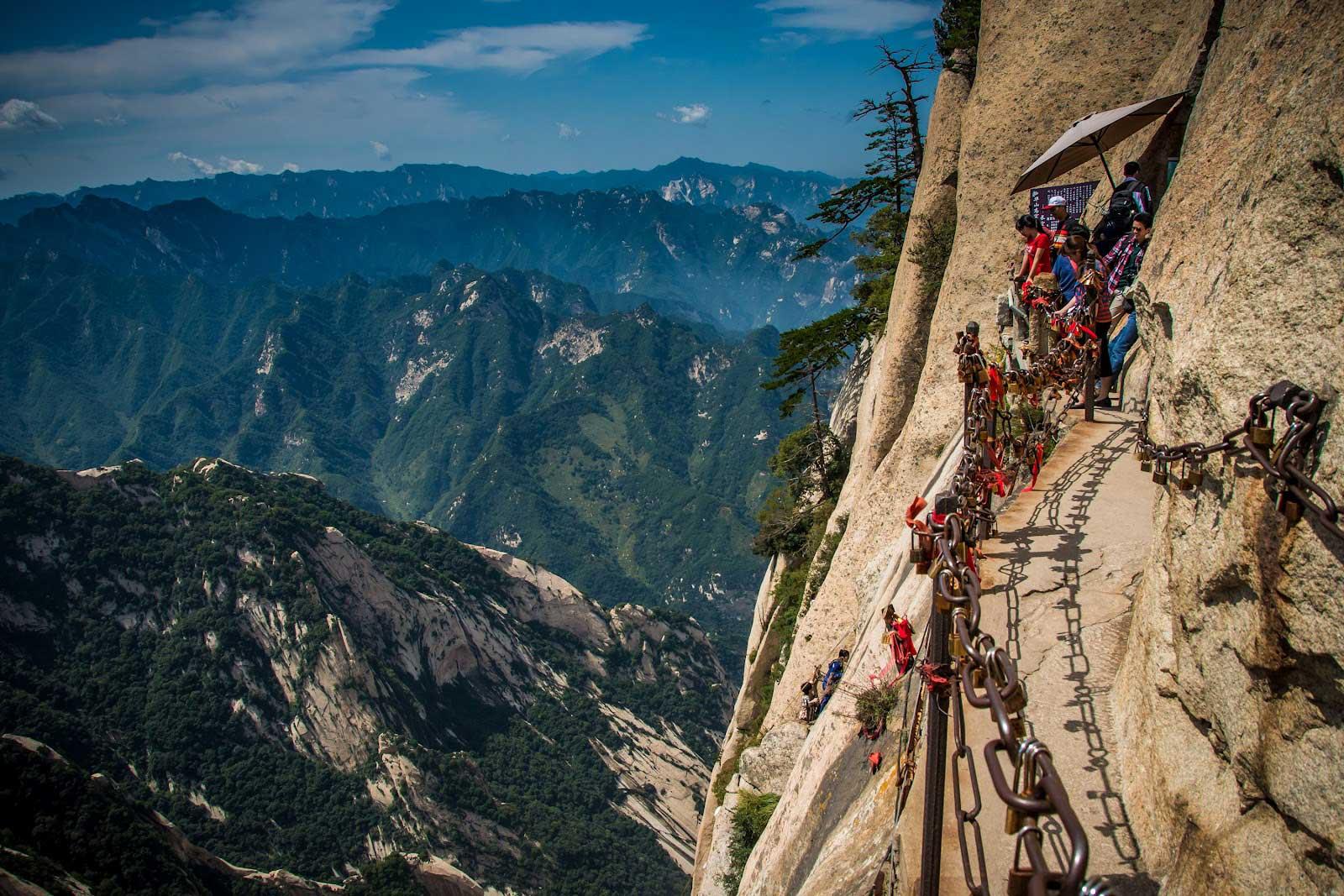 Huashan-Mountain-path-to-the-top