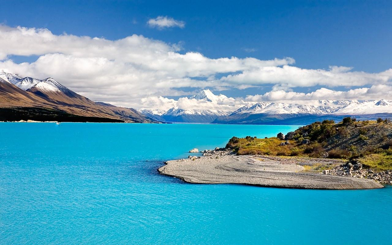 New Zealand landscape with lake mountains snow