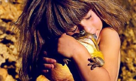 Tippi Degre huging a frog