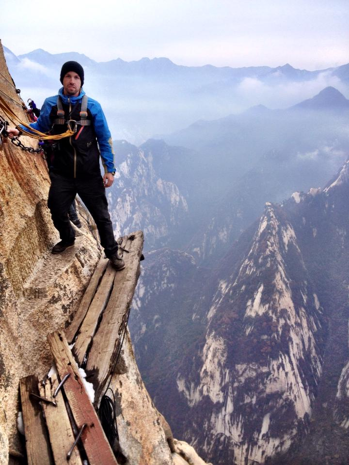 Tourist on Huashan Mountain