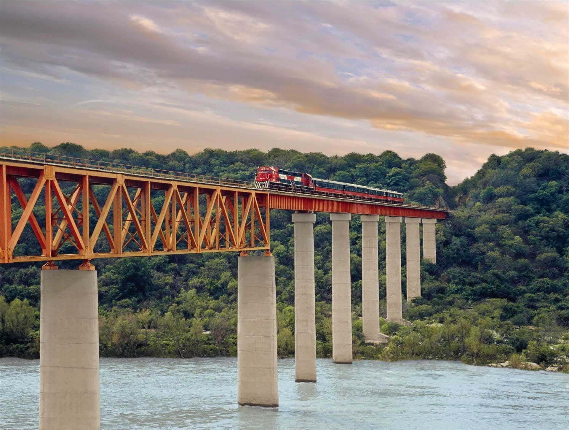 Copper Canyon el cheppe rail road mexico