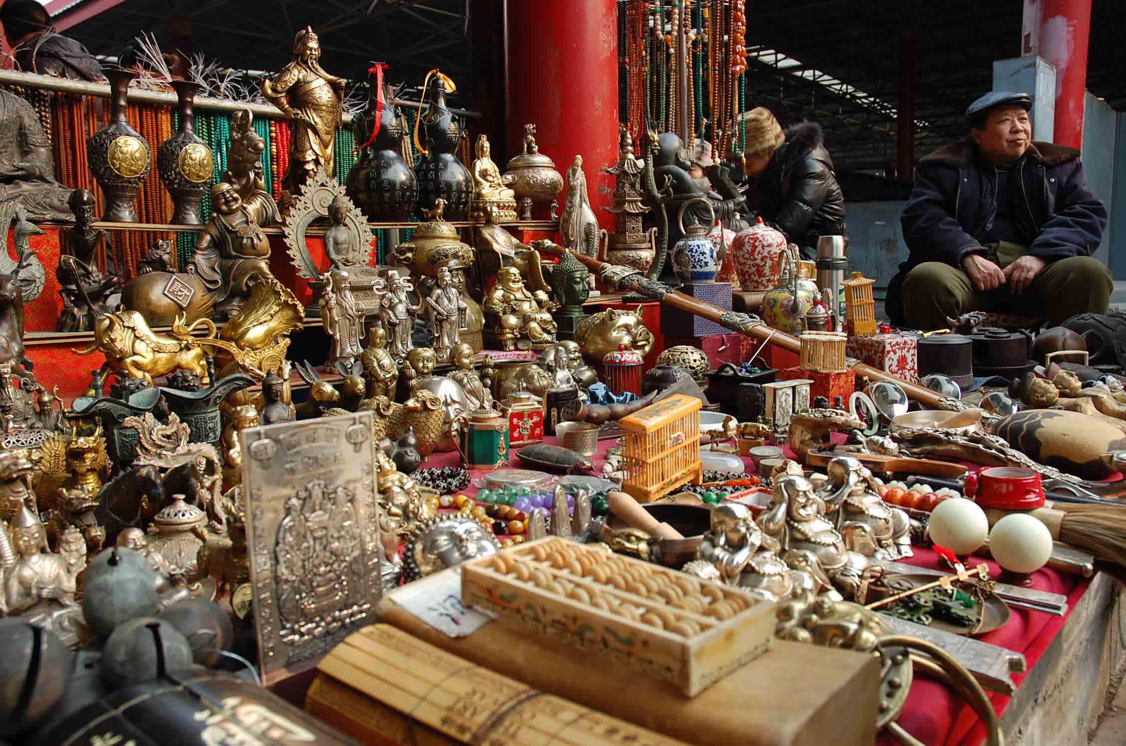 Panjiayuan market in Beijing buddha