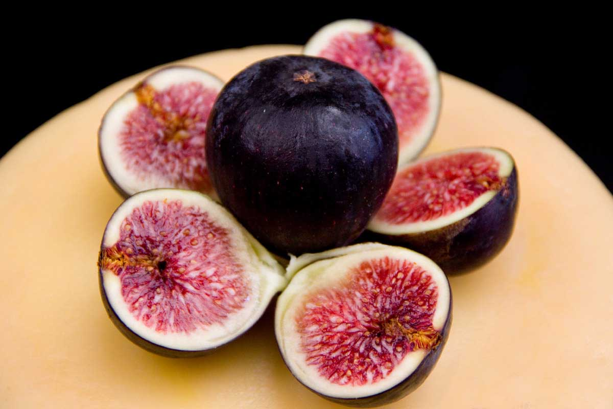 Figs fruit on table