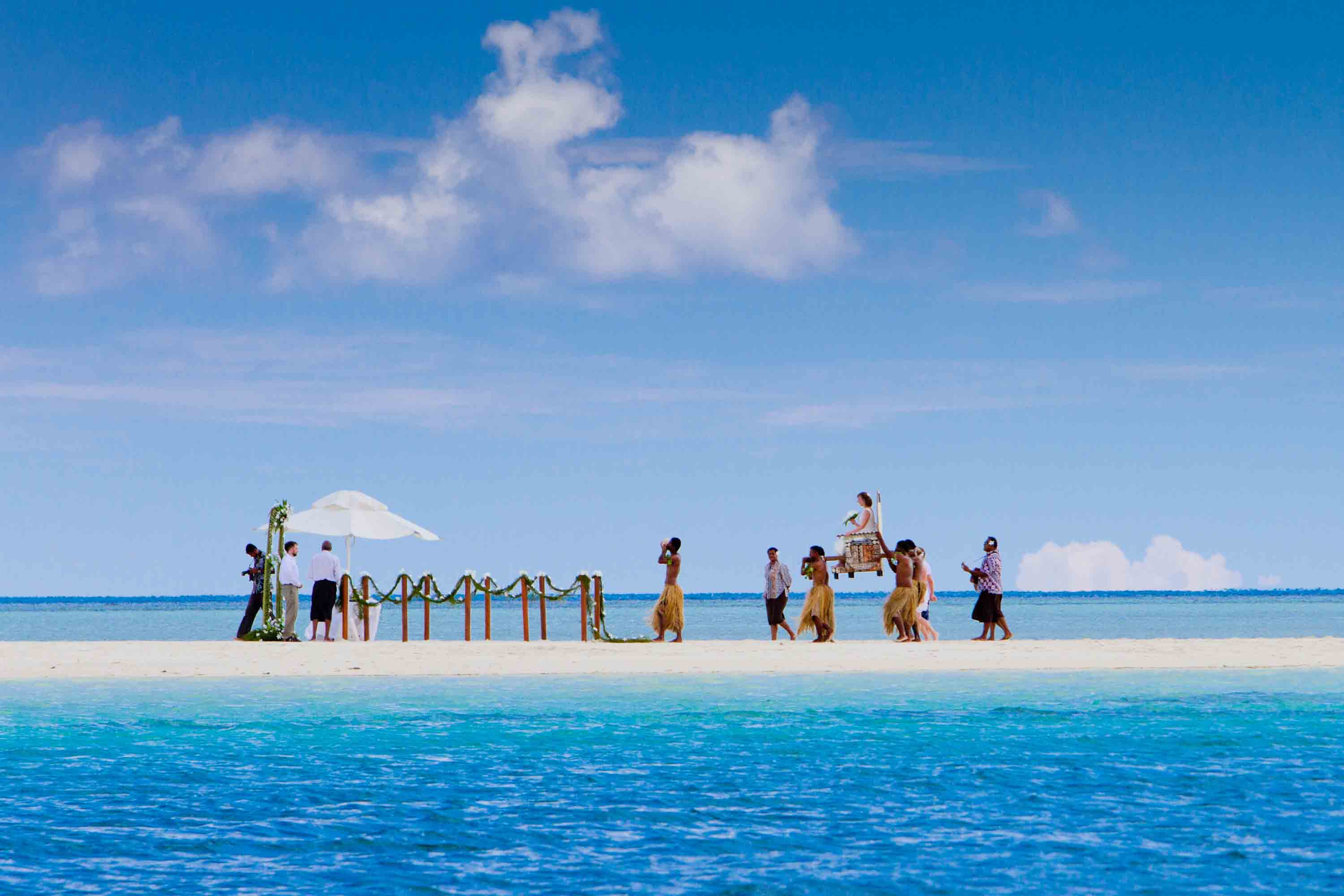 Fiji the land of cannibals pre tend be curious for Honeymoon on the beach