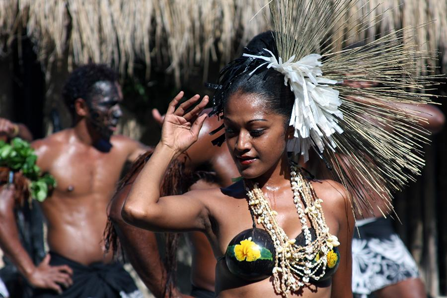 Fiji woman dancer Fiji Culture