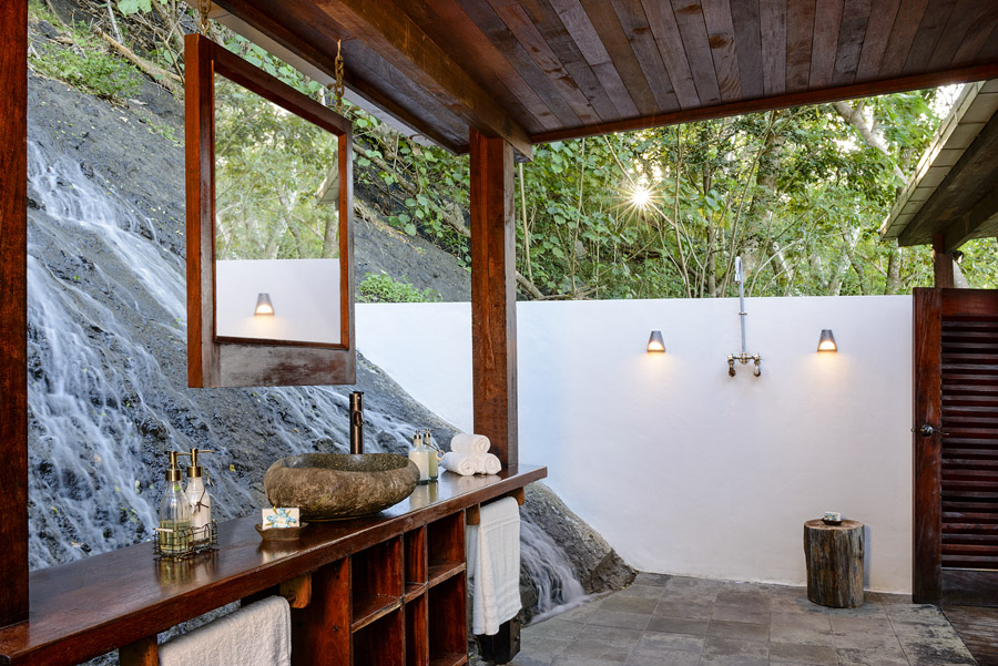 McLennan Remote Resort bathroom