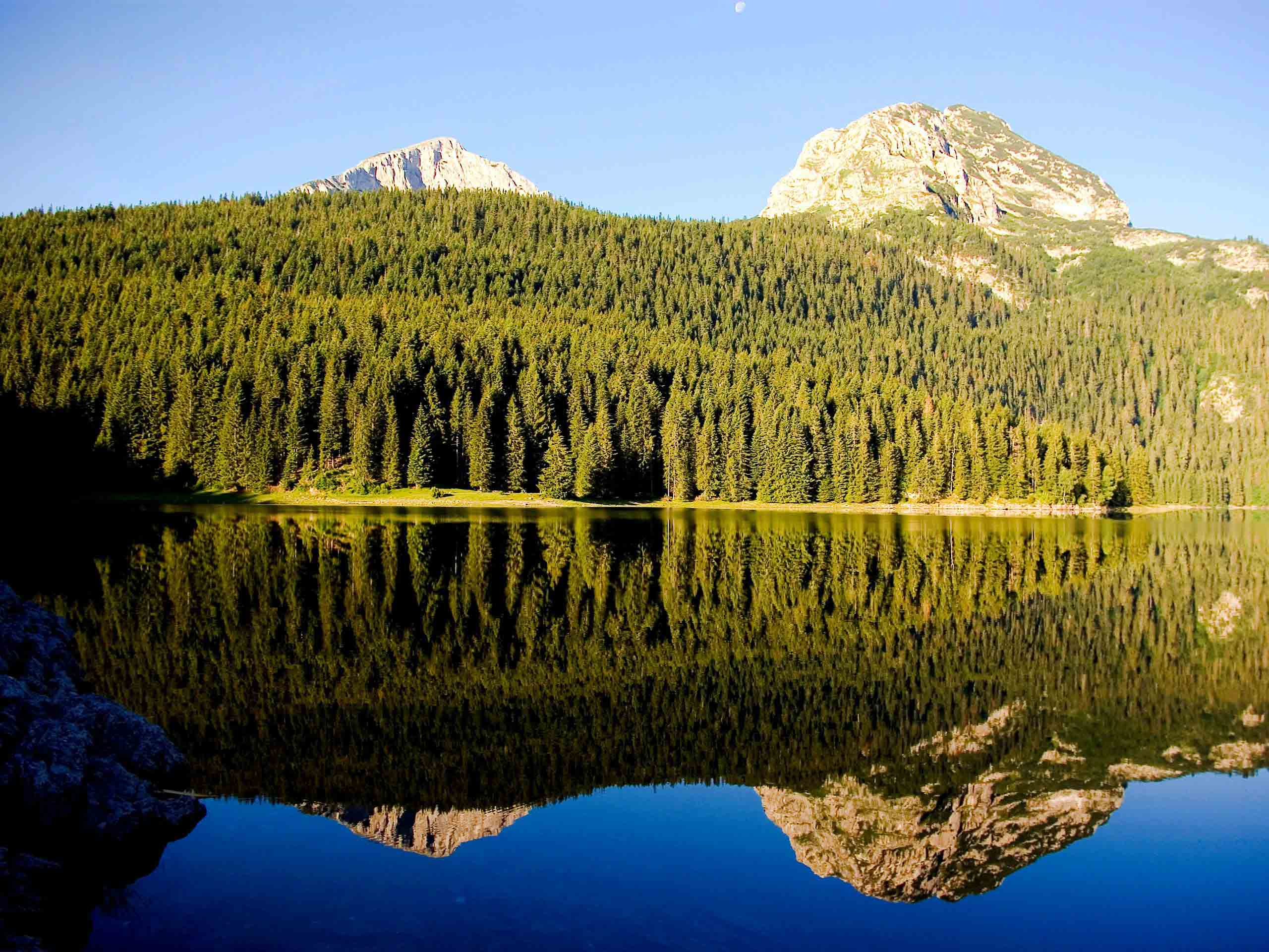 Durmitor-mountain-filled-with-water