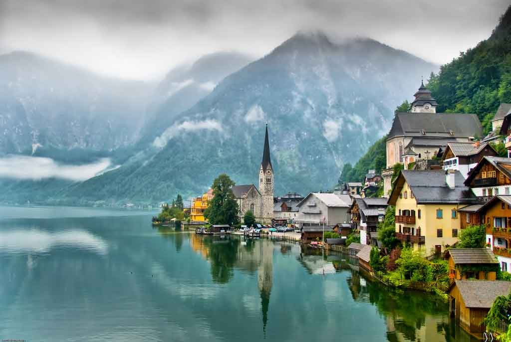 Austria-hallstatt-village