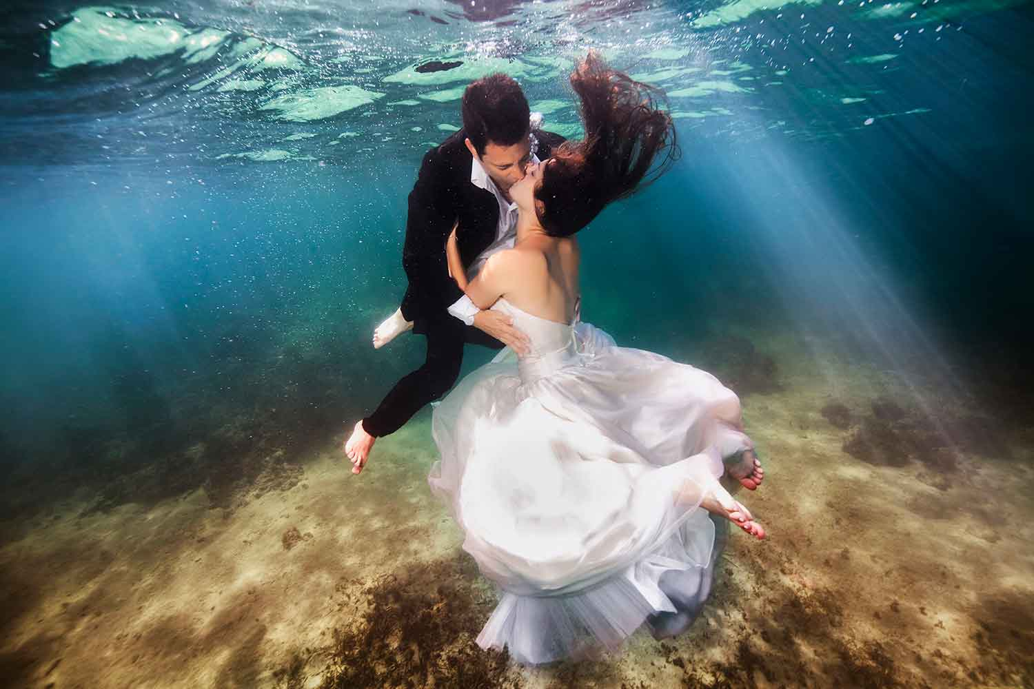 Bali-Underwater-wedding-ceremony--married-couple-kissing