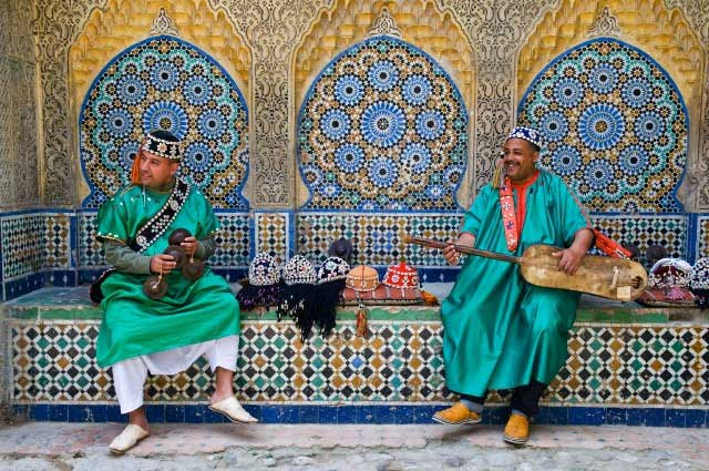 Gambri-(guitar)-player,-Kasbah,-Tangier,-Morocco