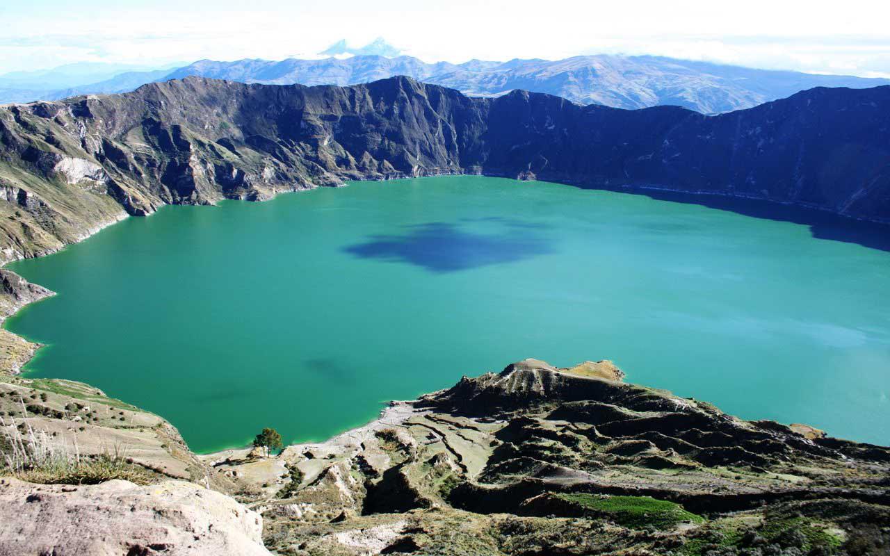 Lago_crater_Quilotoa_Ecuador