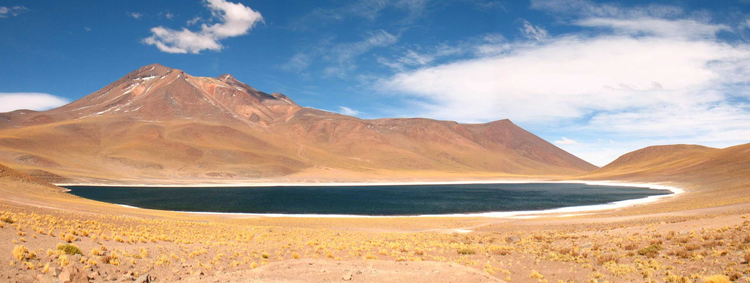 Licancabur-lake,-green-lake in Chile