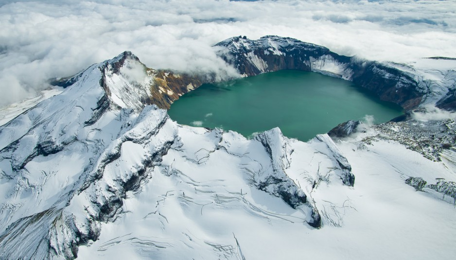 crater-lake-in-katmai-national-park-alaska-usa