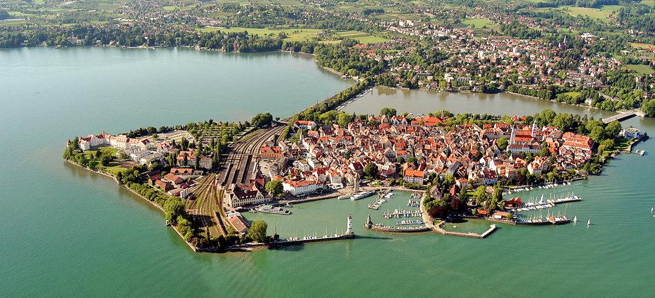 Luftaufnahme-der-charmanten-Inselstadt-Lindau_banner