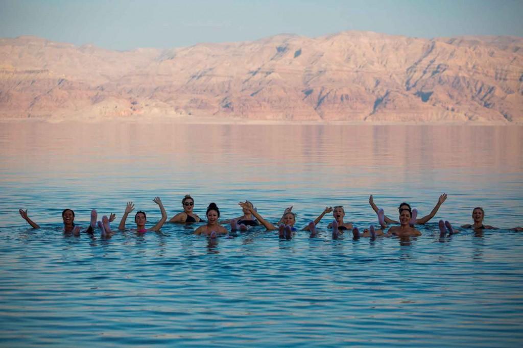 Dead sea-healing-powers,-people-swimming-in-dead-sea,-Israel