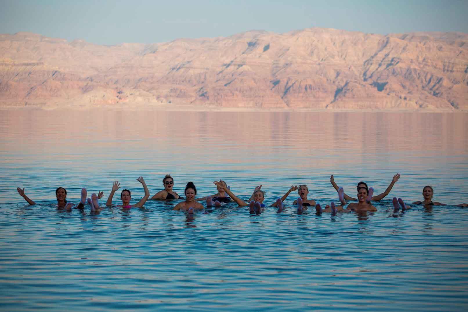 Deadsea-healing-powers,-people-swiming-in-dead-sea,-Israel