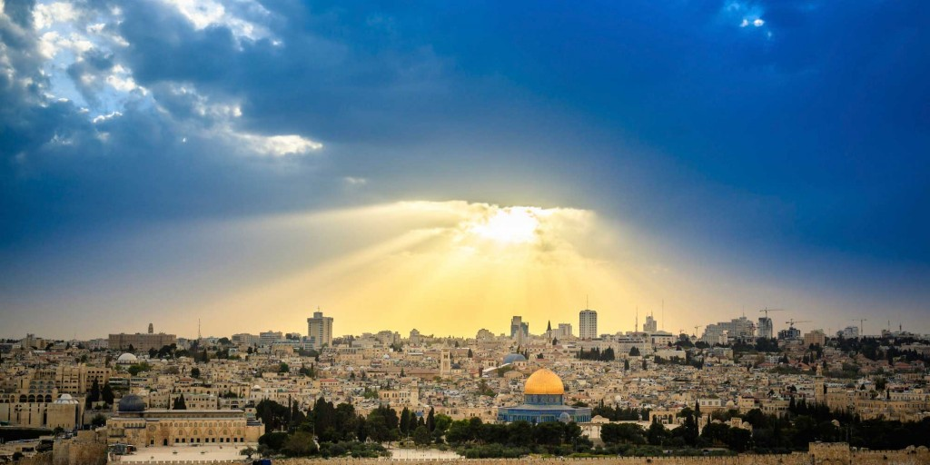 Jerusalem-Israel-sun-covered-with-clouds-in-the-sky-romantic-view
