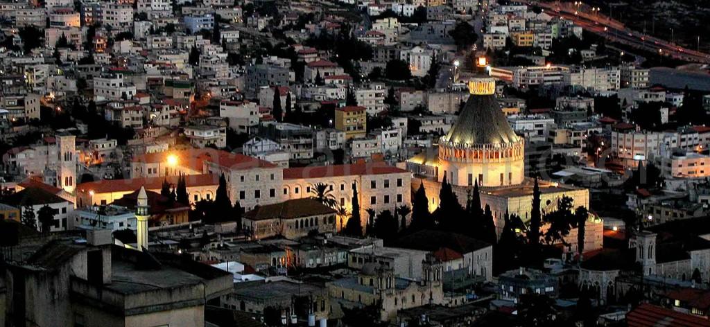 Nazareth_in_the_evening-street-lights-on-Nazareth