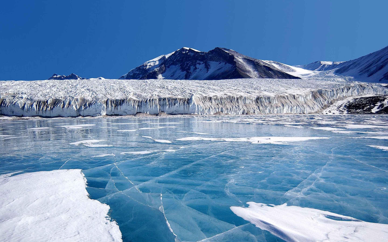 Snag,-Yukon,-Canada,-ice-lake,-wintertime,-cold