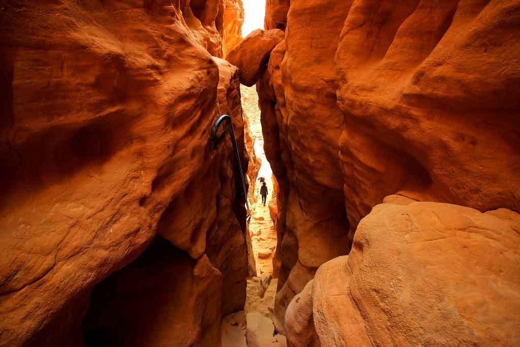 inside-the-canyon,-Timna-park-in-Israel,-tourist-attraction