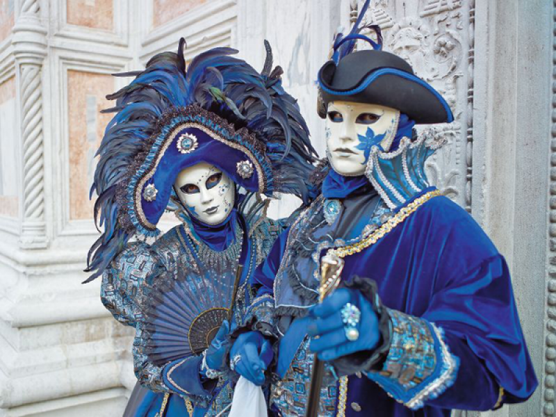 covering-on-the-carnival-of-venice-carnival