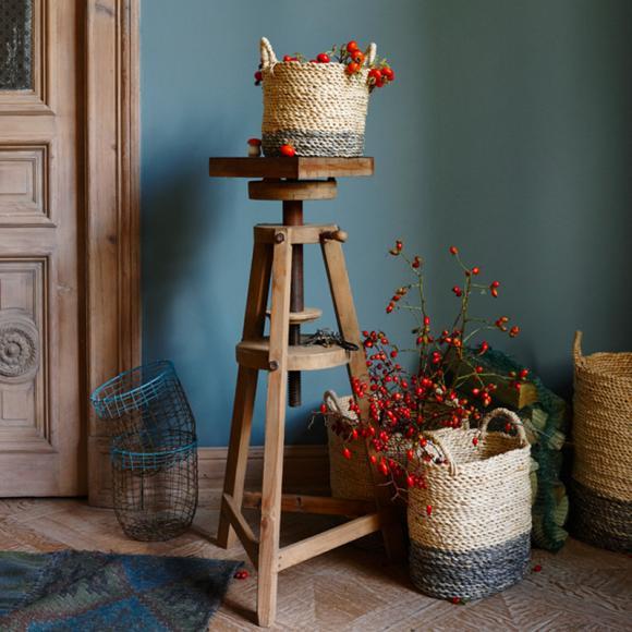 decorative-wicker-basket-ixel-mallet-flowers-plants-vintage-natural-wooden-furnishing-ideas