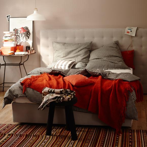 designer-bed-bedroom-bedding-black-white-red-headboard-design-modern-interior-design-ideas