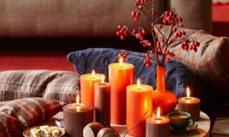 living-room-relax-area-candles-ilex-cross-section-of-tree-trunk-solid-wood-rustic-decoration-pillow-red-yellow-orange-interior-design-ideas