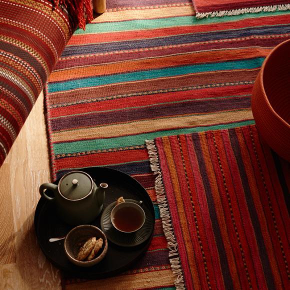 oriental-oriental-carpet-flooring-exotic-kilim-stained-living-room-interior-design-ideas