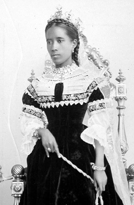 queen-ranavalona-iii-of-madagascar-1864-1917-in-her-crown-and-veil