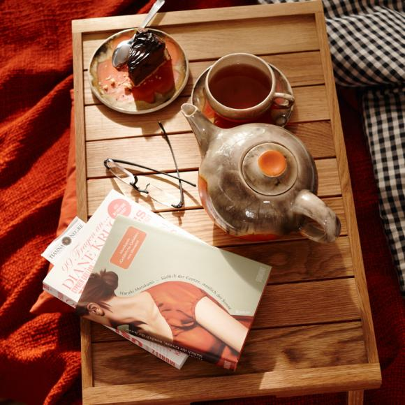 serving-tray-book-tea-teapot-cozy-interior-design-ideas