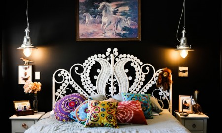 2-black-wall-paint-eclectic-design-bedroom