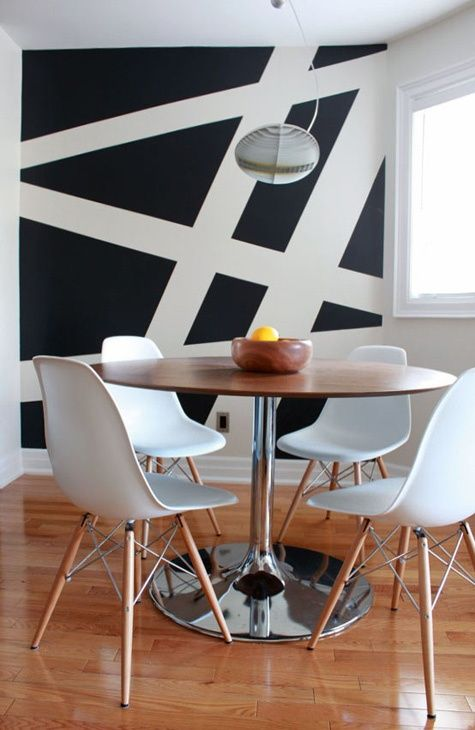 3-accent-wall-in-contrast-colors-murals-in-the-dining-room
