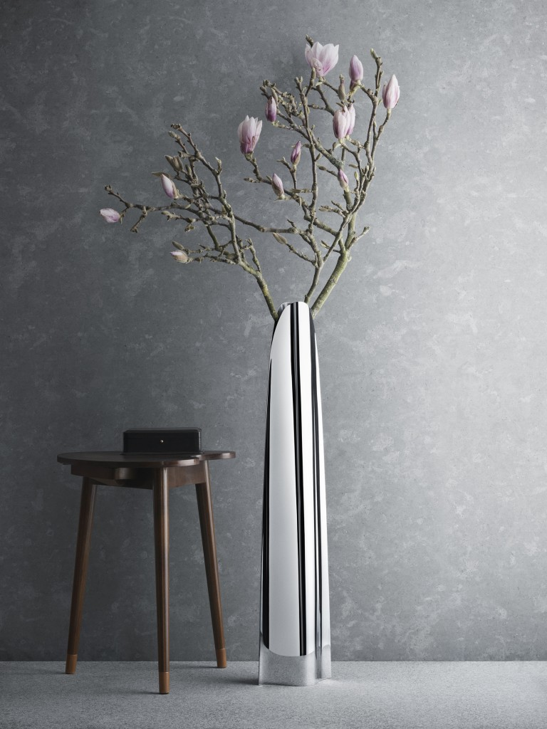 5-metal-decorative-floor-vases-in-contemporary-design