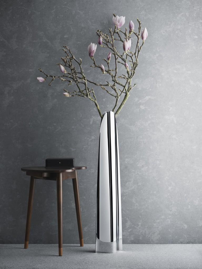 5-metal-decorative-floor-vases-in-contemporary-design