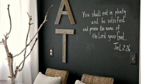 8-accent-wall-with-different-decorations-murals-in-the-dining-room