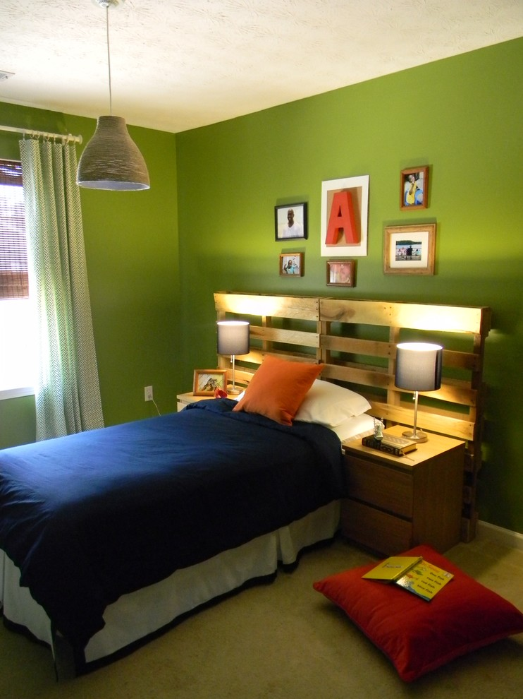 bedroom-walls-green-diy-headboard-euro-pallet