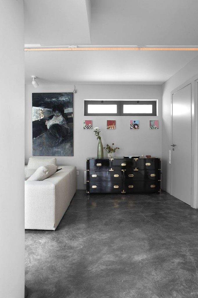 case-chest-of-drawers-contemporary-transformation-of-the-garage-concrete-floor
