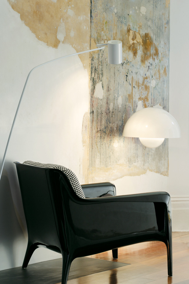 chair-in-black-decorated-with-industrial-furniture