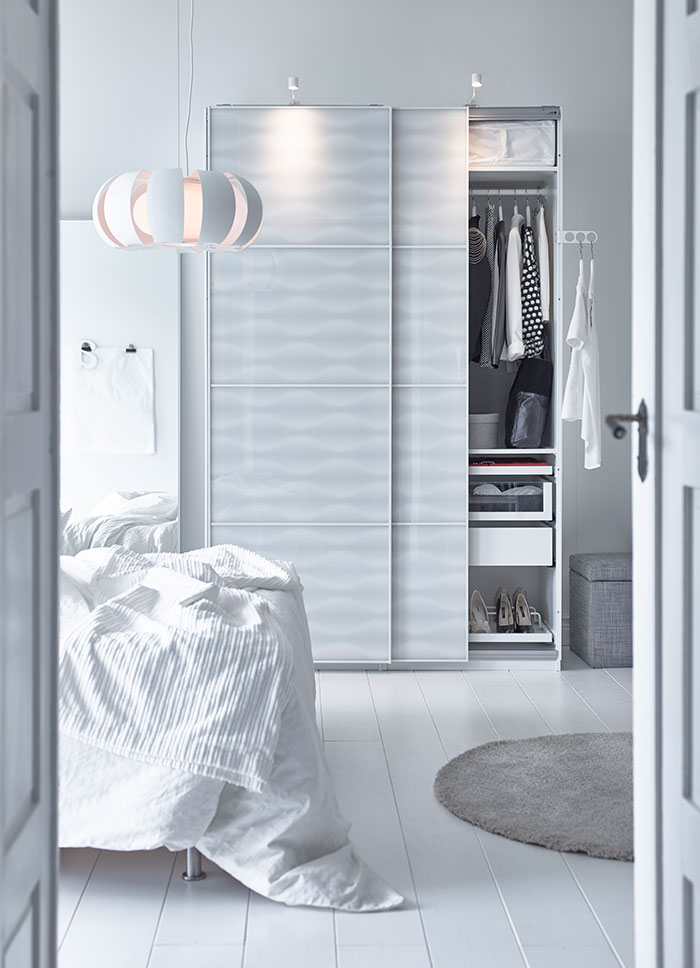 contemporary-design-wardrobe-in-white-quality-closets-for-the-bedroom