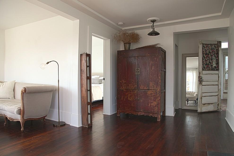 hallway-in-the-vintage-look-eclectic-apartment-vintage-rustic