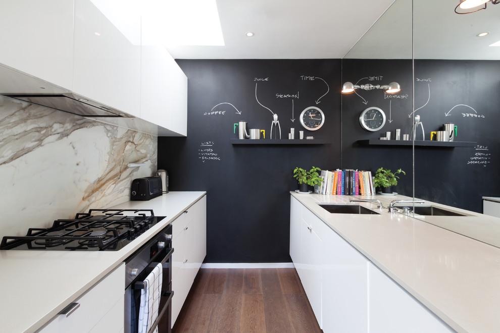 interior-design-modern-kitchen-marble-kitchen-rear-mirror-panel-wall