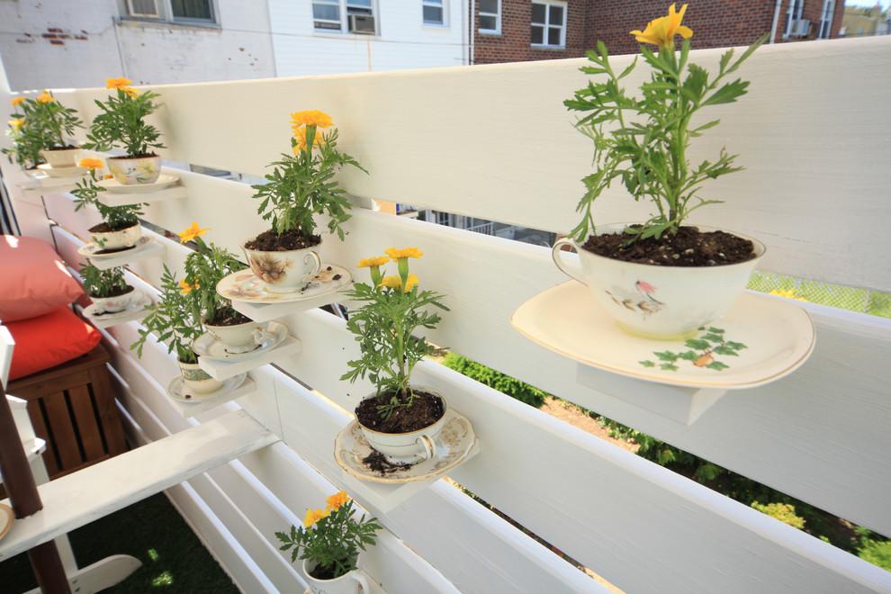 creative-dekoration-mit-teetassen-gestaltung-der-veranda