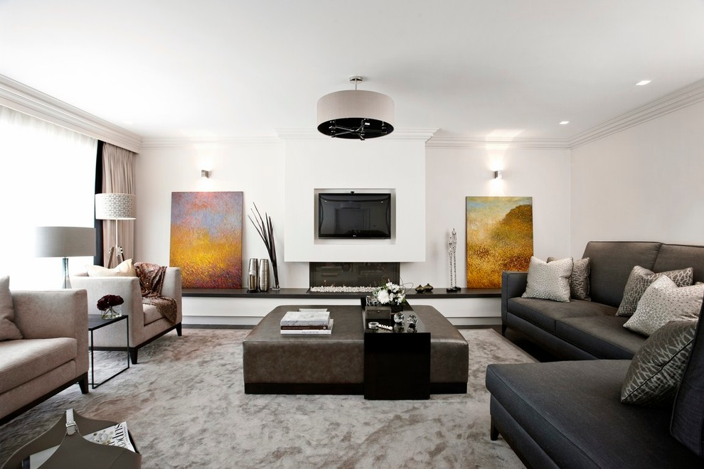 living-room-of-black-lederdofa-with-schnnittigem-coffee-table-seating