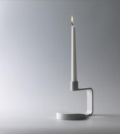 minimalist-candlestick-in-white-modern-candlesticks